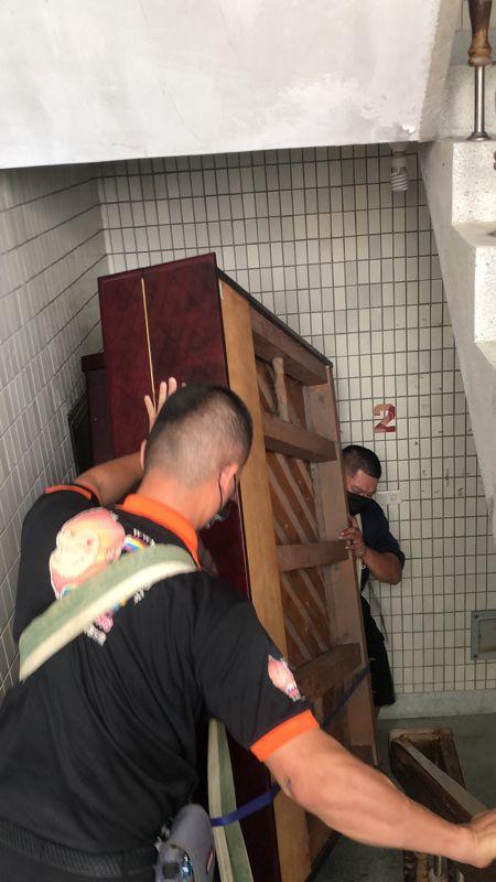 台北市搬家案例.士林區搬廢棄鋼琴至一樓巷口回收4